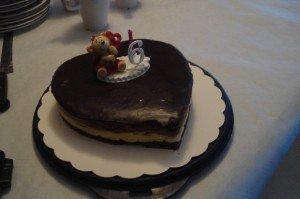 Gâteau d'anniversaire en forme de coeur dans gâteaux spéciaux 008-300x199