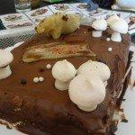 Gâteau pour un ami chasseur...meringues en forme de champignon et sanglier en pâte d'amande